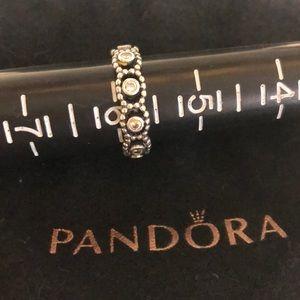 Pandora her majesty ring, clear cz